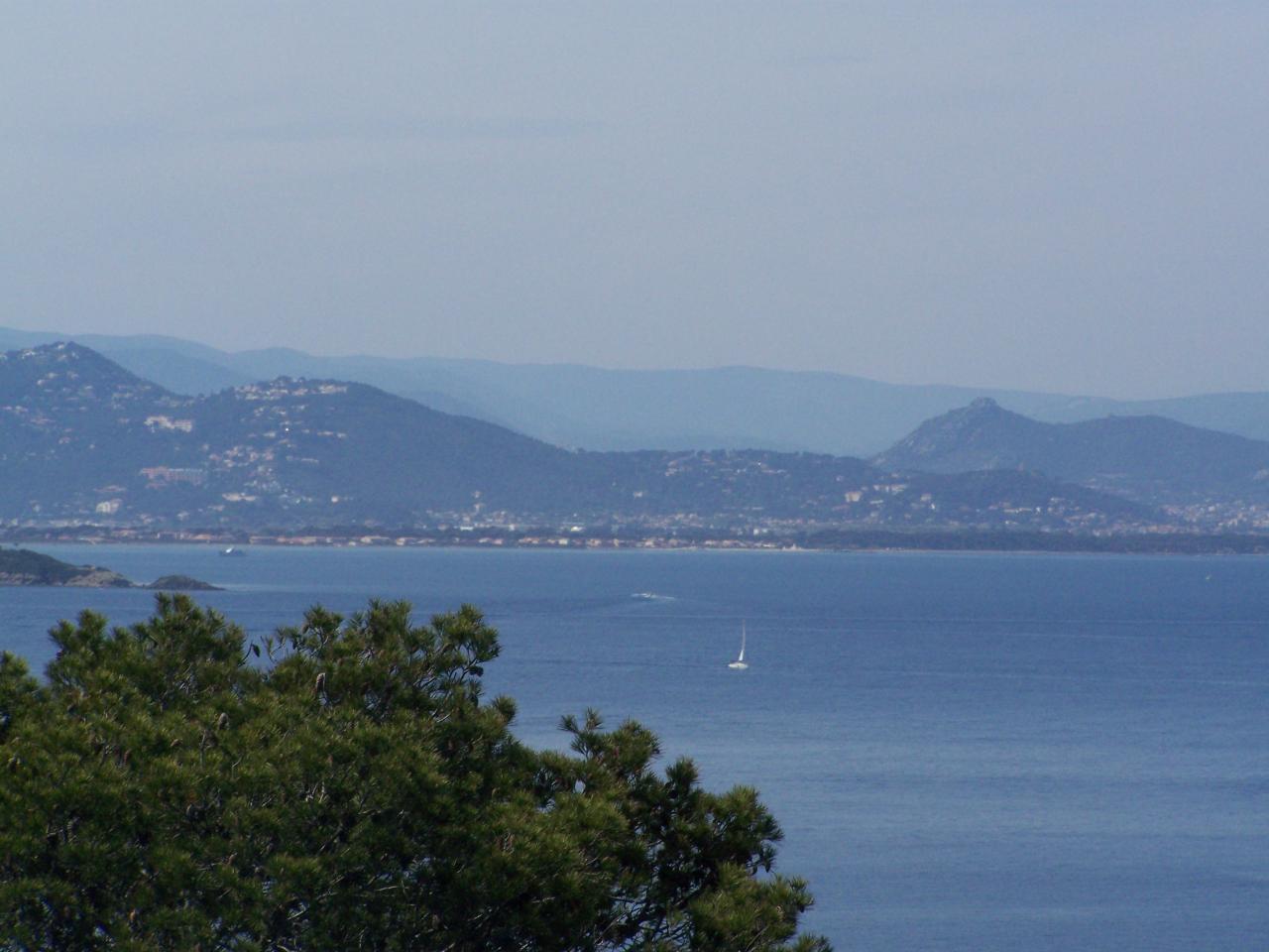 La côte  vers Le LAVANDOU vue de PORT-CROS