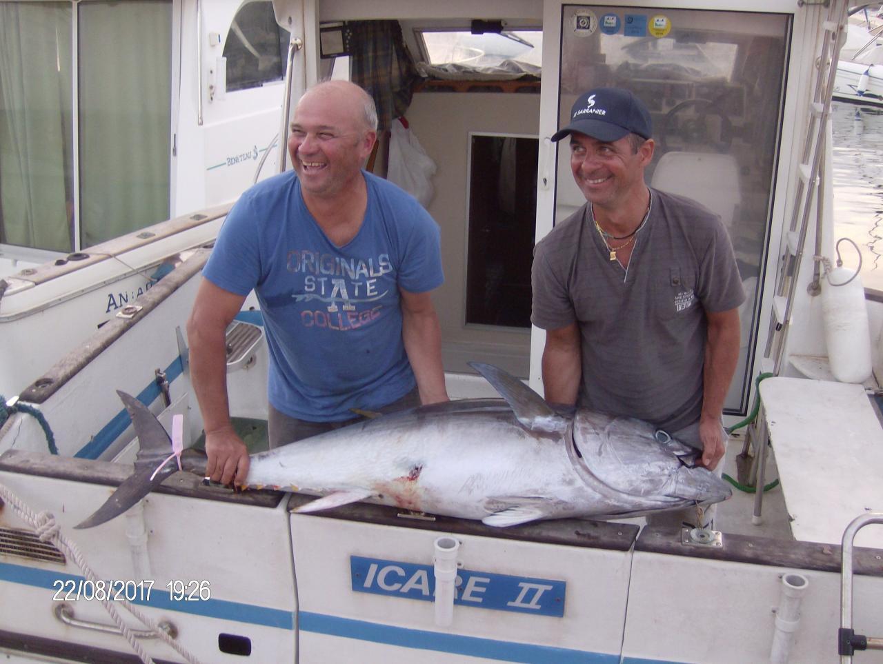 Un beau thon rouge de 1,45 m par les frères ZARAGOZA