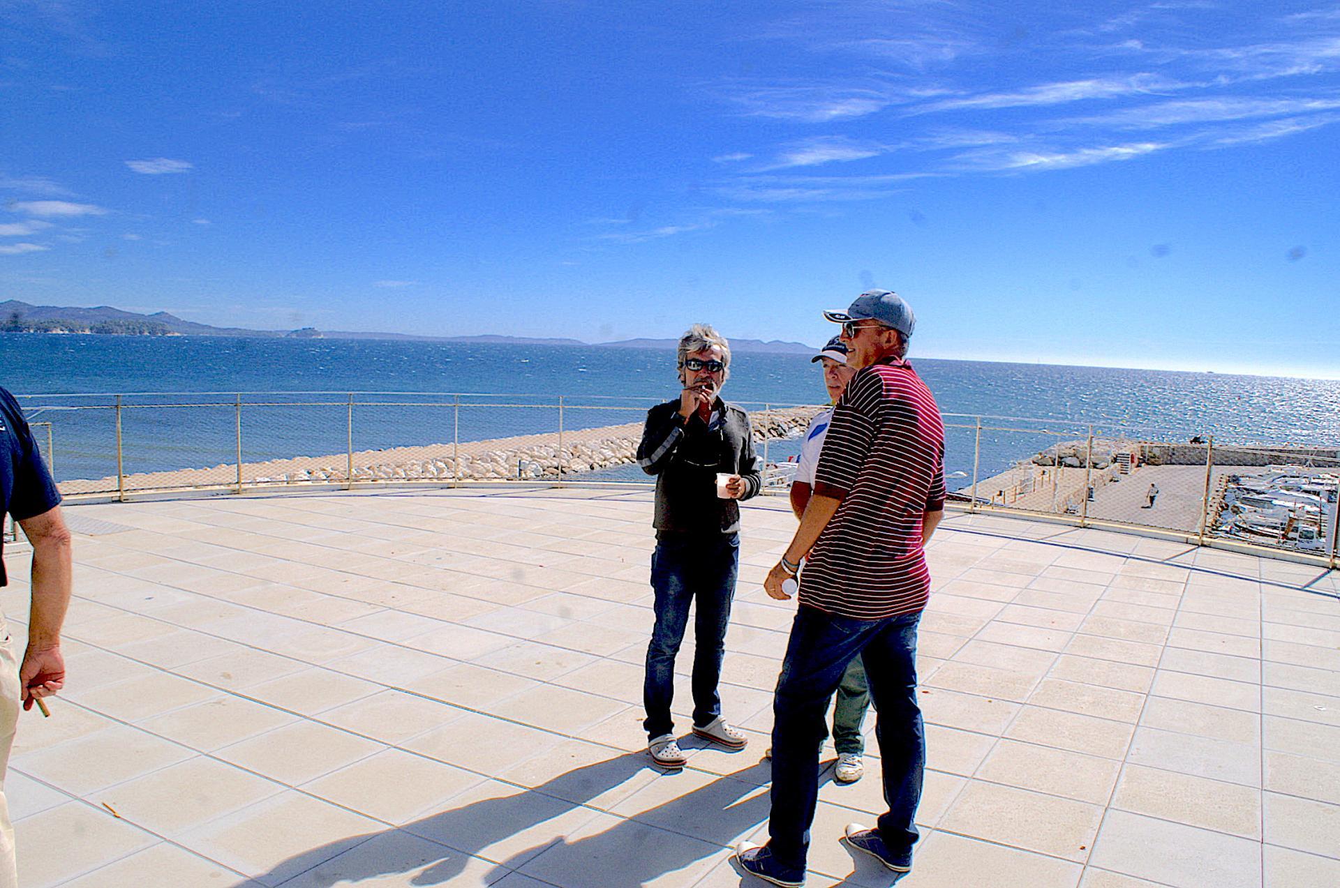 1 - Au début la terrasse est bien dégagée et la vue magnifique jpg