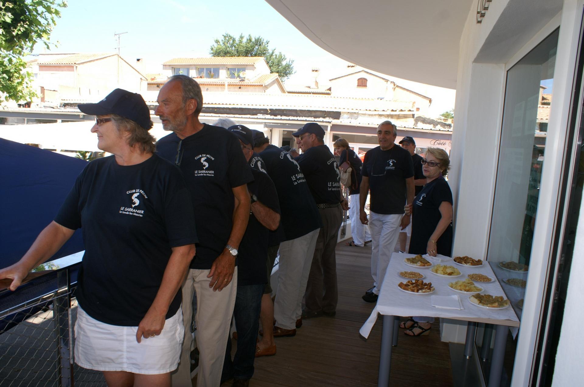 15 Des membres du club attentifs aux festivités.