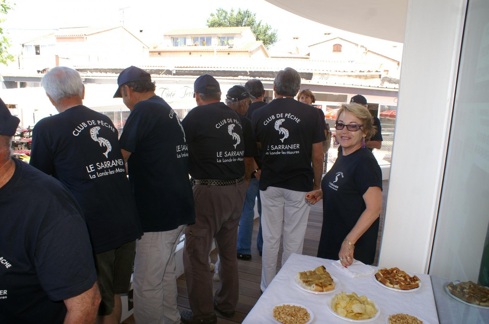 16 Des membres du club attentifs aux festivités.