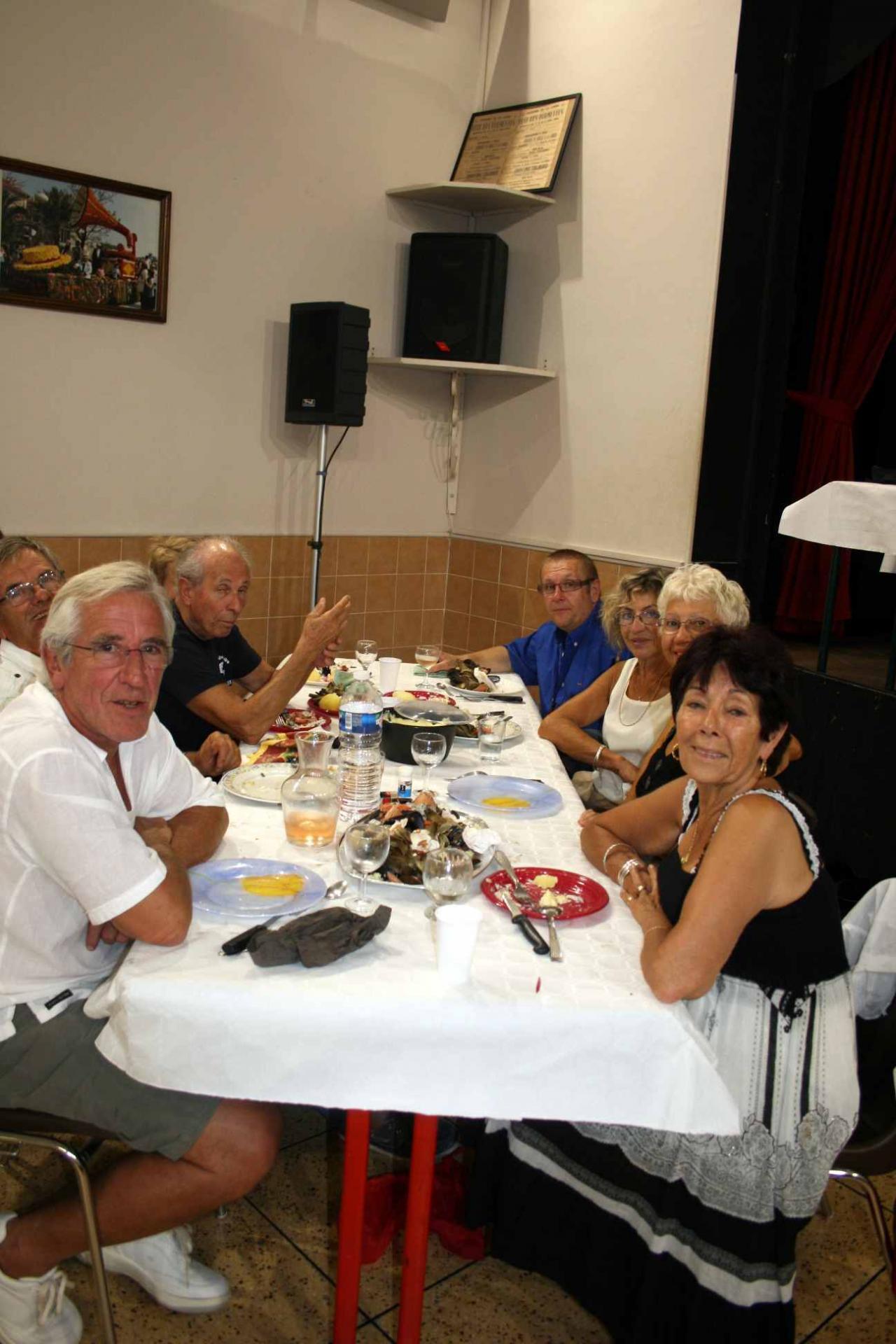 30 le repas,  une table 3