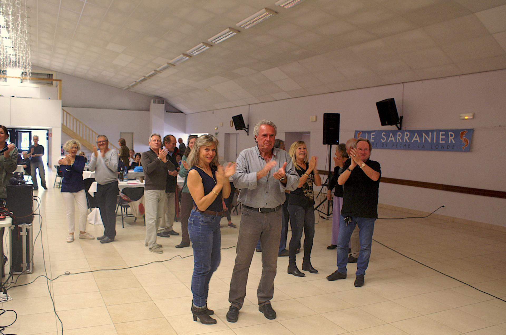 Les danseurs apprécient la musique