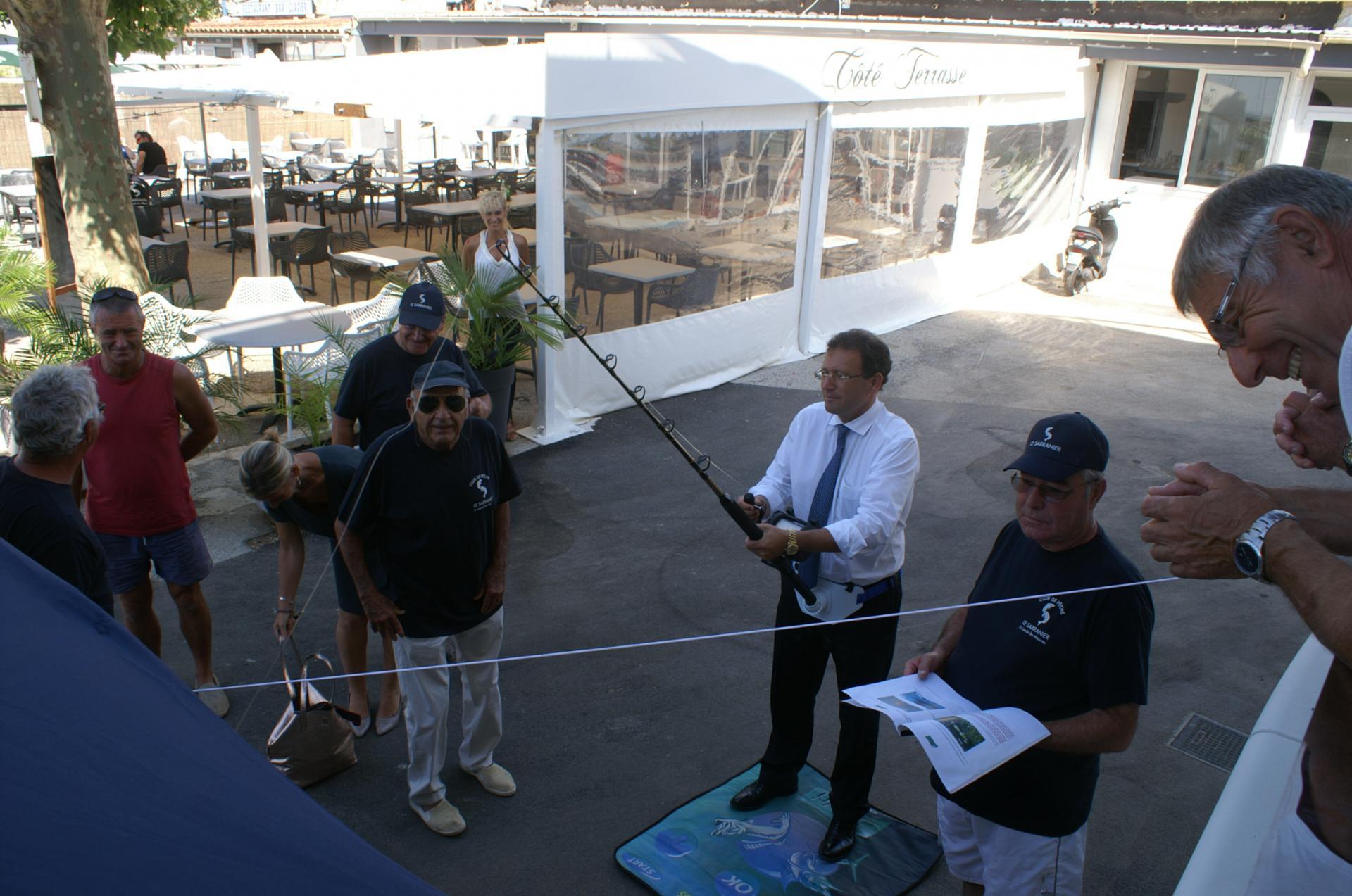 06 Le Maire s'exerce à la pêche au gros