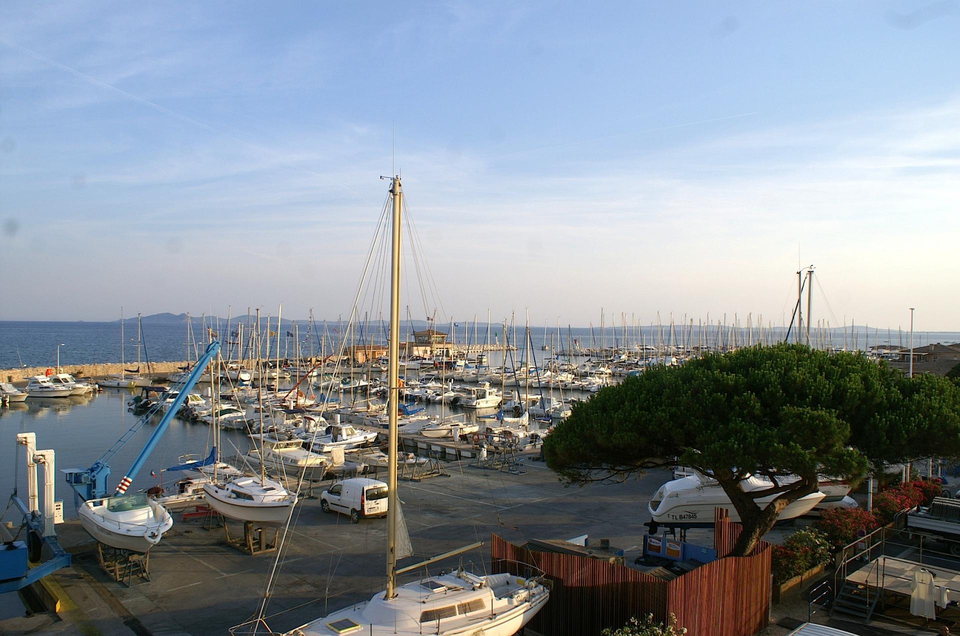 57 Vue du port depuis la terrasse