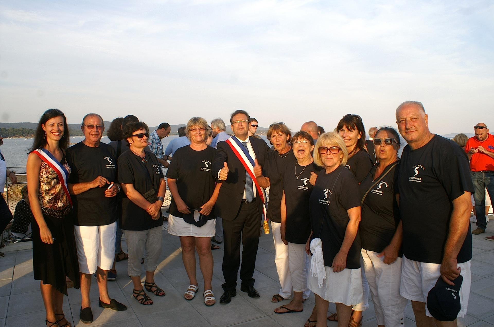 """64 Mr le Maire avec les dames du club """"Le  Sarranier"""""""