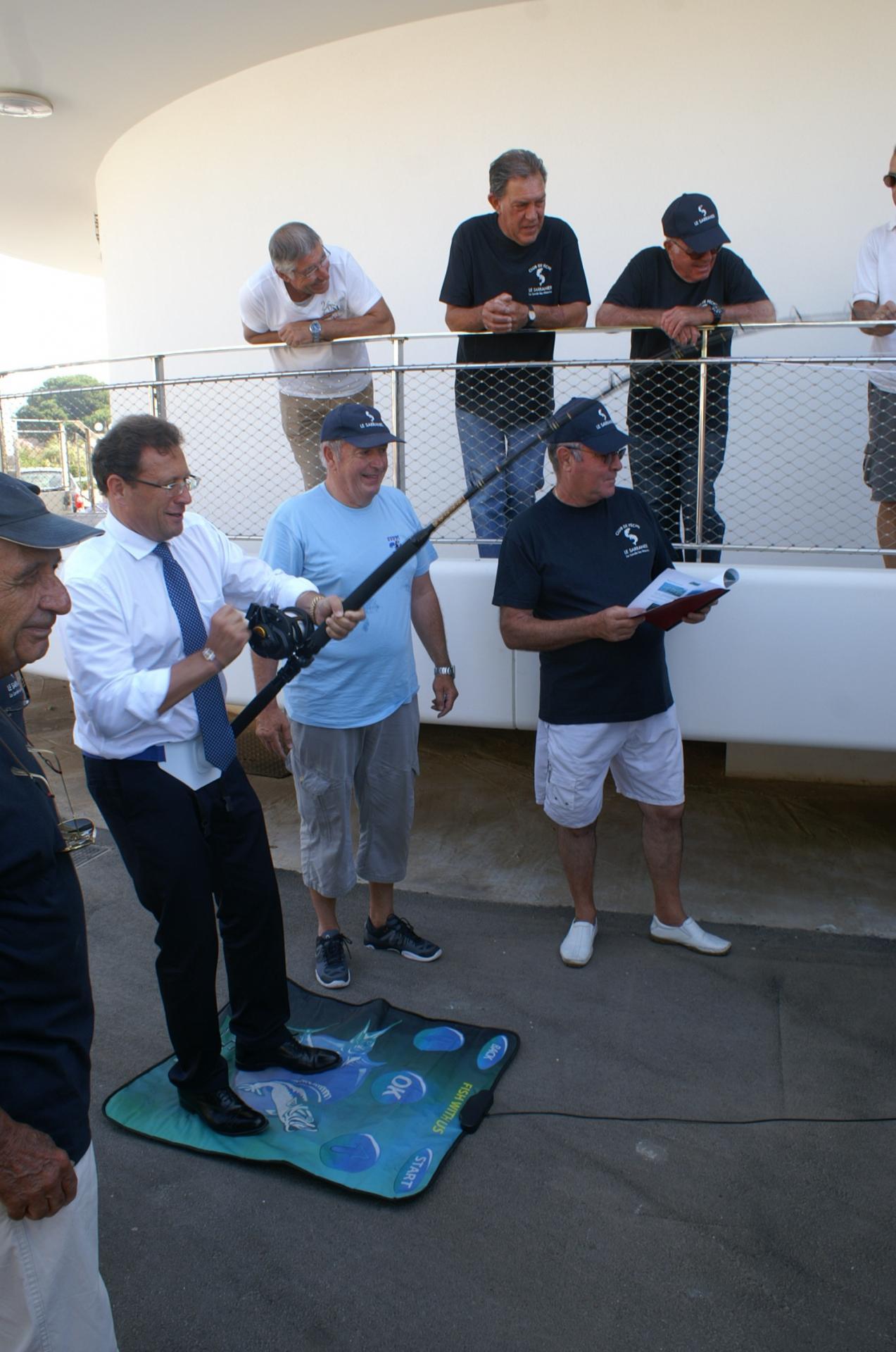08 Le Maire s'exerce à la pêche au gros