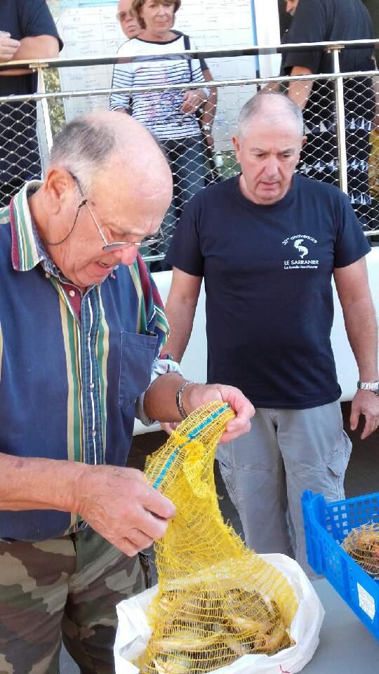 Concours de pêche  - Alain donne un coup de main