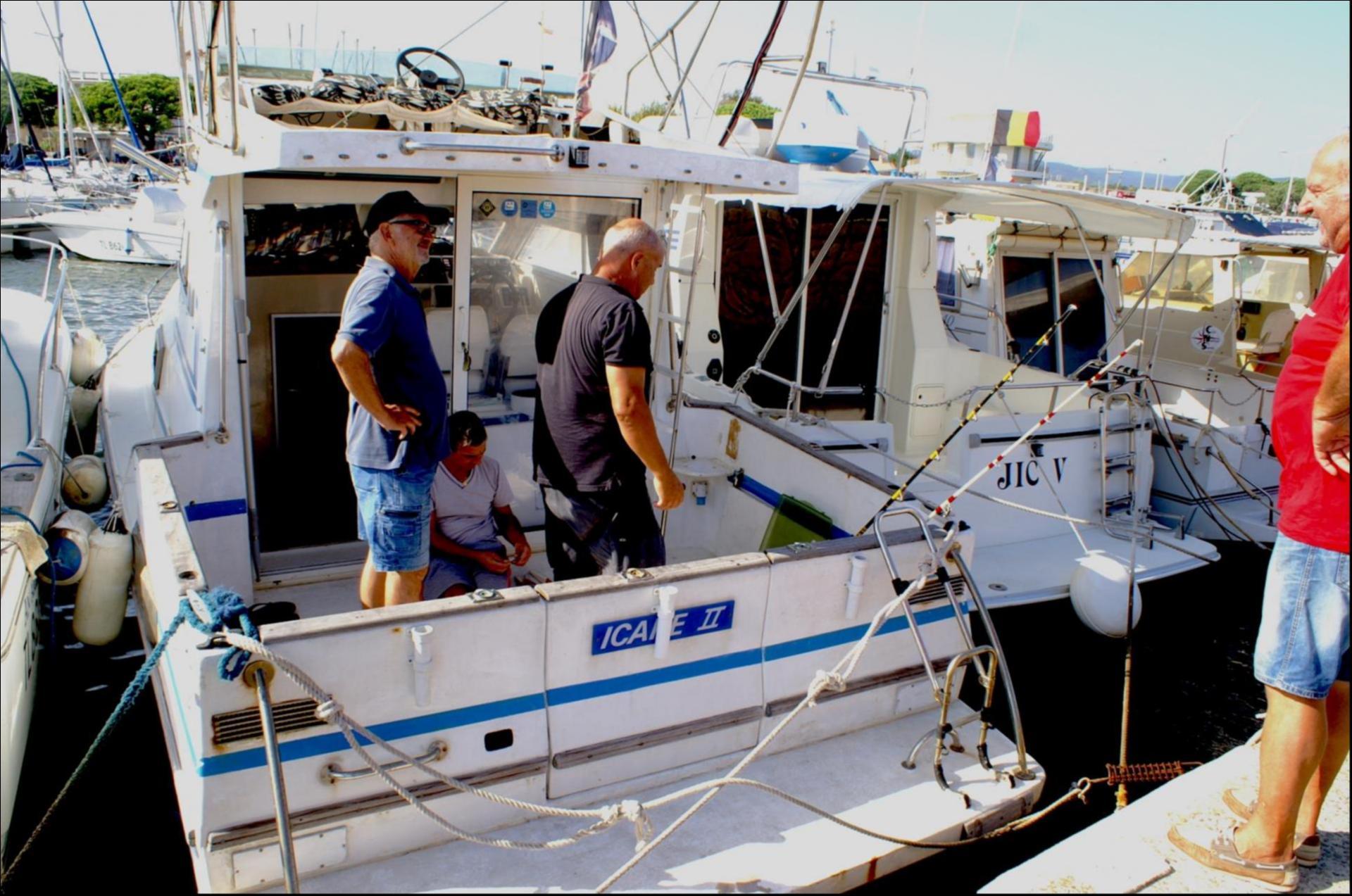 Sur ICARE II déjà au port on prépare la pêche du lendemain