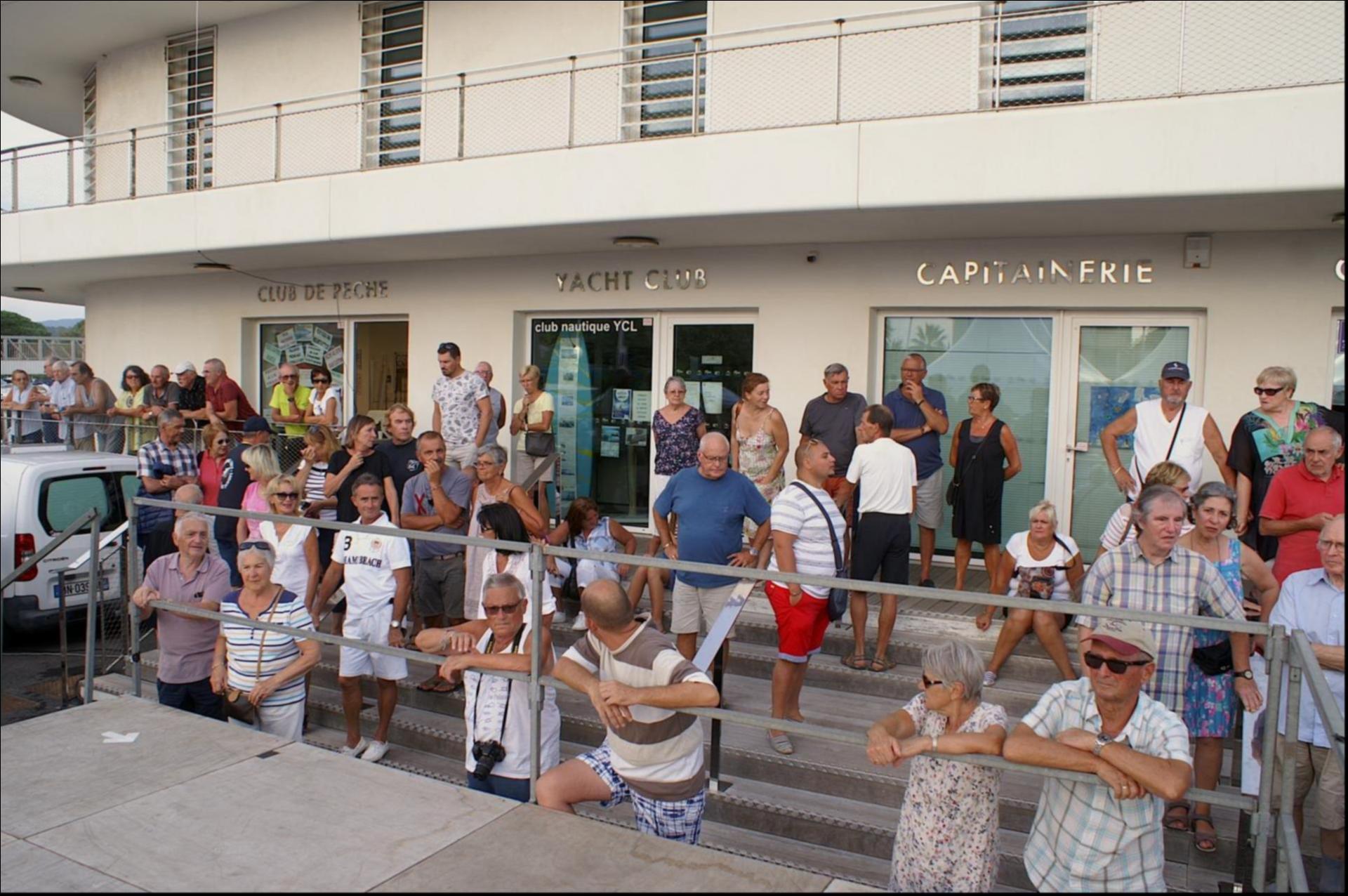 La foule des londais à l' arrivée des prises