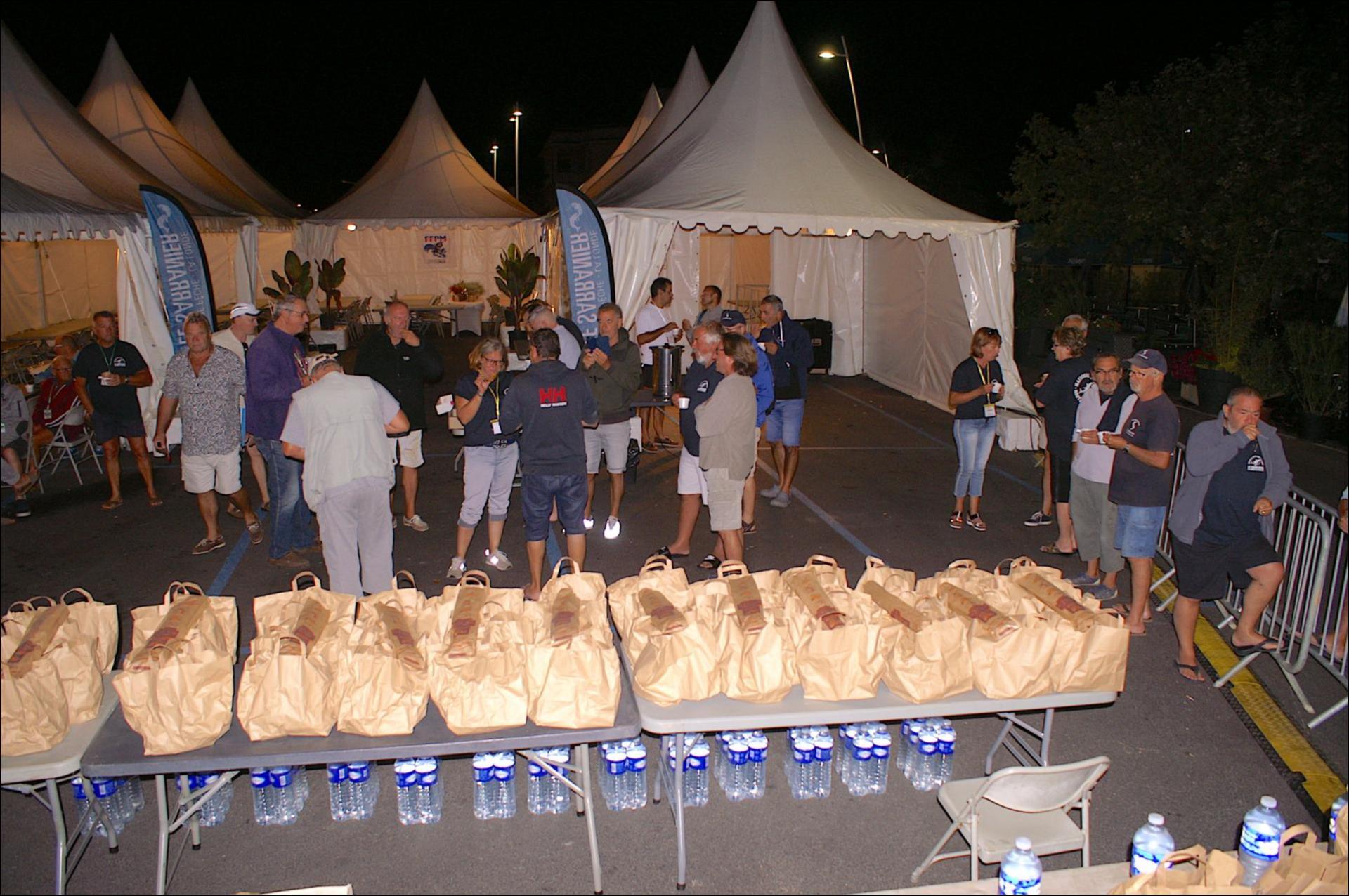Les sacs repas des équipages sont prêts