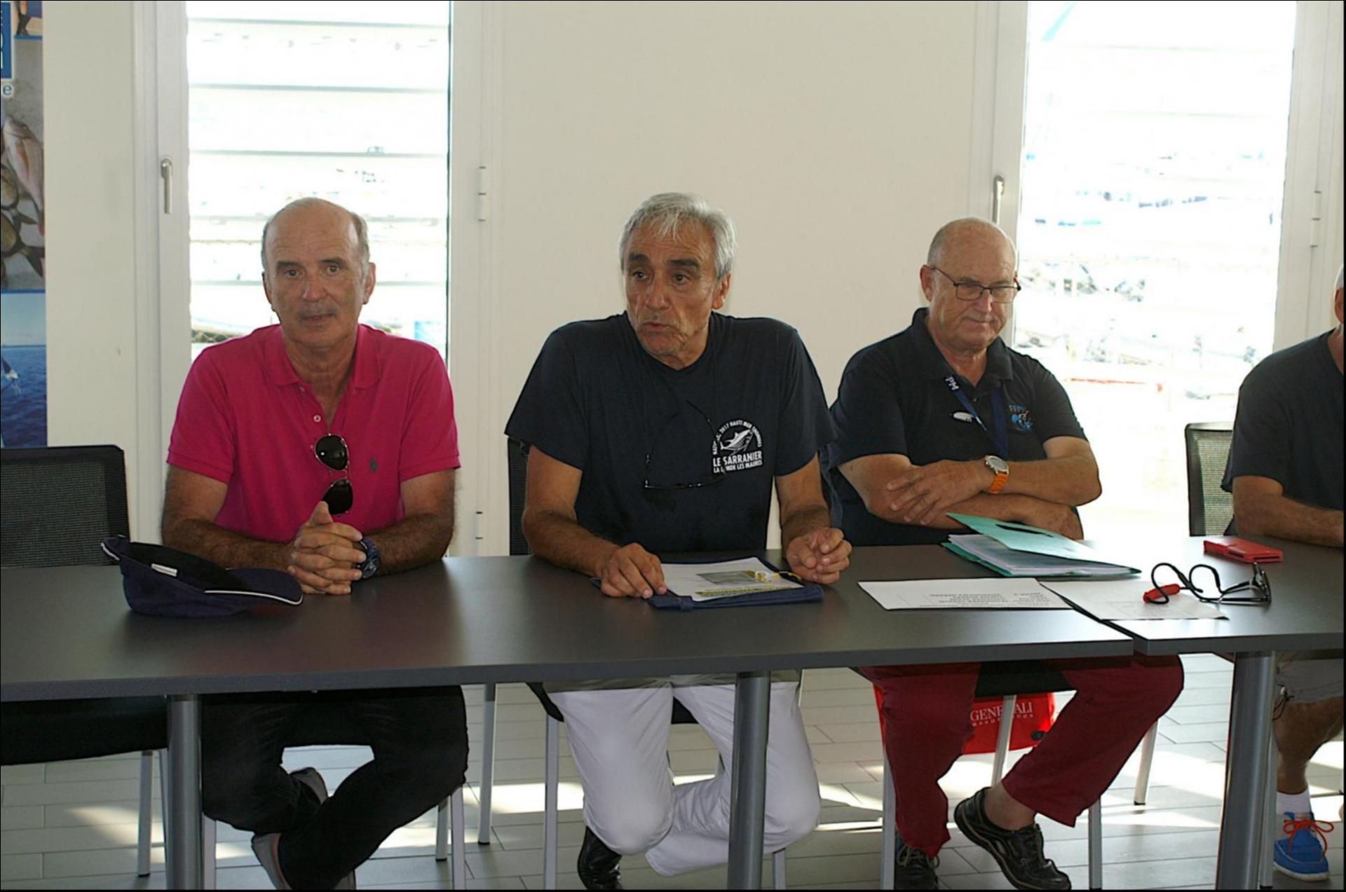 Roger PRONZATI ouvre la réunion des capitaines