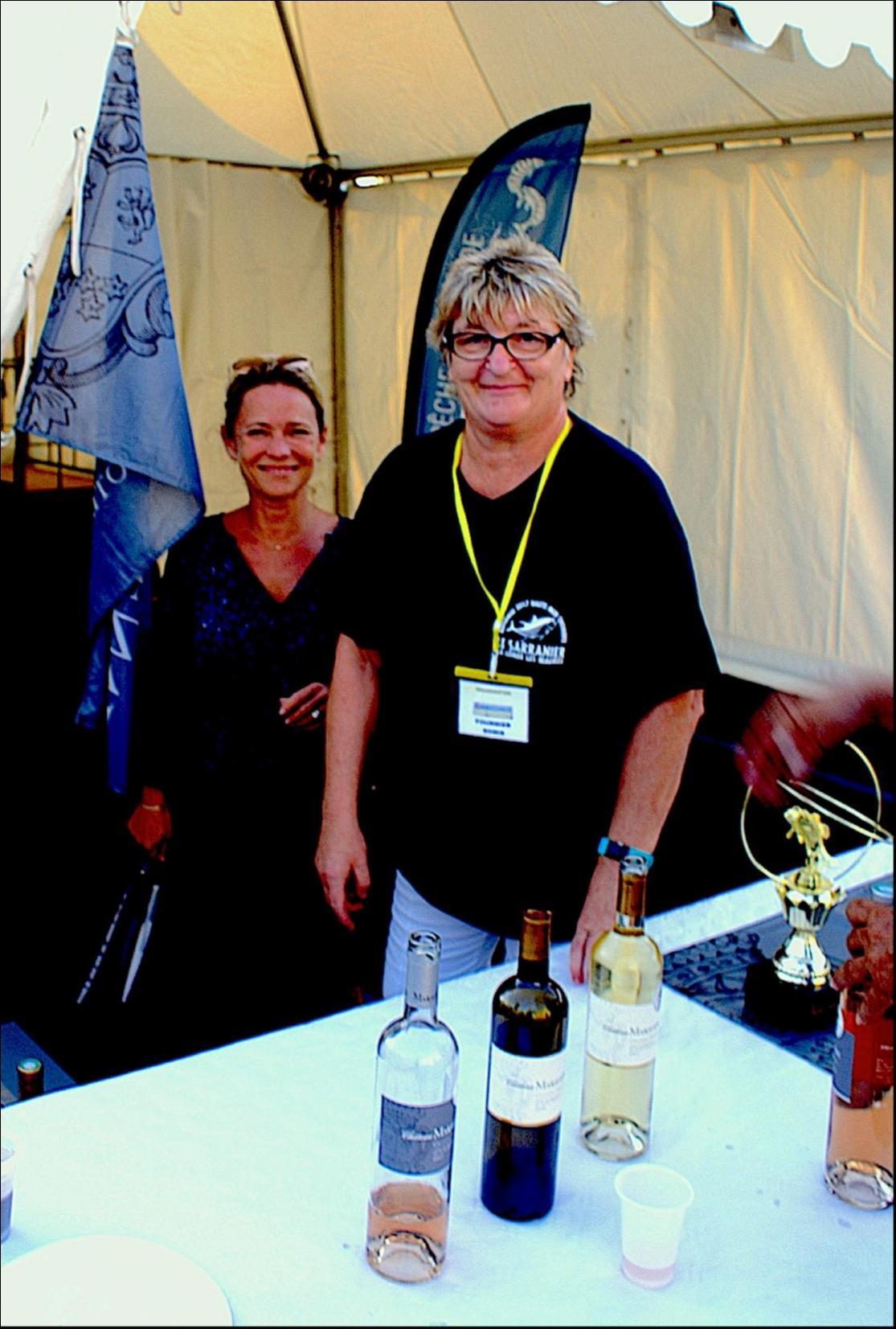 Sonia et la responsable du domaine  MARAVENNE au service des amateurs de bons vins