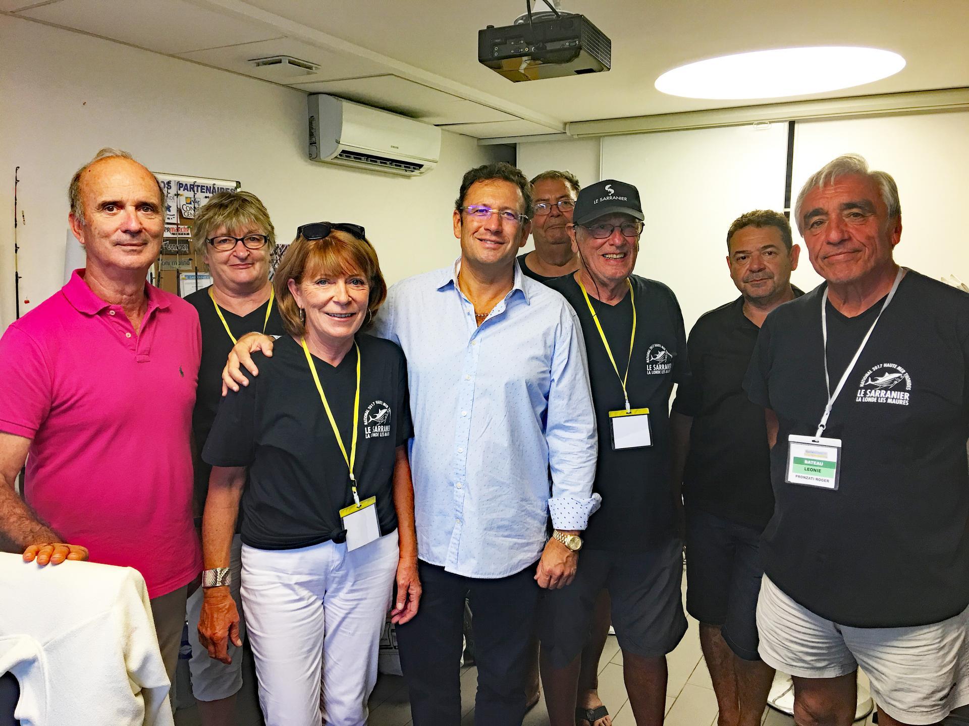 Une visite d encouragement du maire et de l adjoint au port au club
